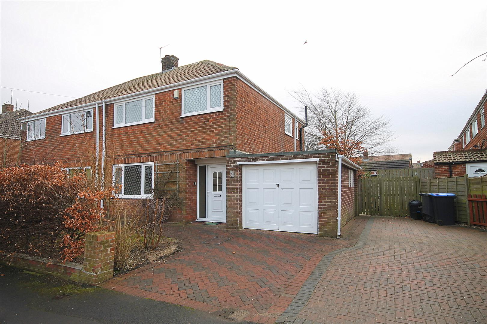 3 Bedrooms Semi Detached House for sale in Kirkstone Drive, Carrville, Durham